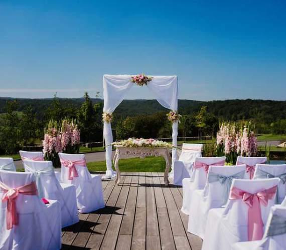 Svatební obřad dřevěná bílá slavobrána