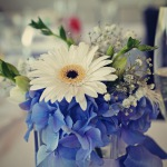 květinová dekorace na stůl