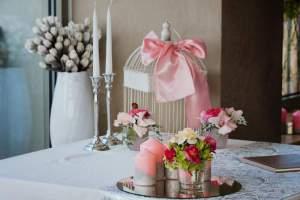 stůl na dárky a klec na přání