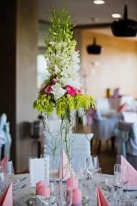 martini číše s květinami